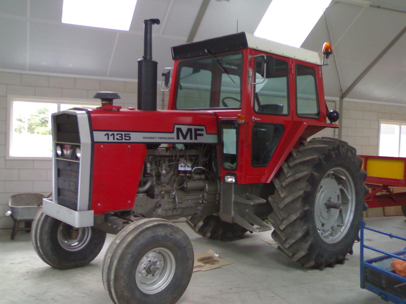 Massey Ferguson 1135.AVI - YouTube